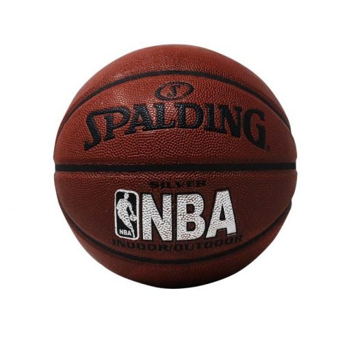Uno de los accesorios deportivos en medellin es el balón de baloncesto spalding nba
