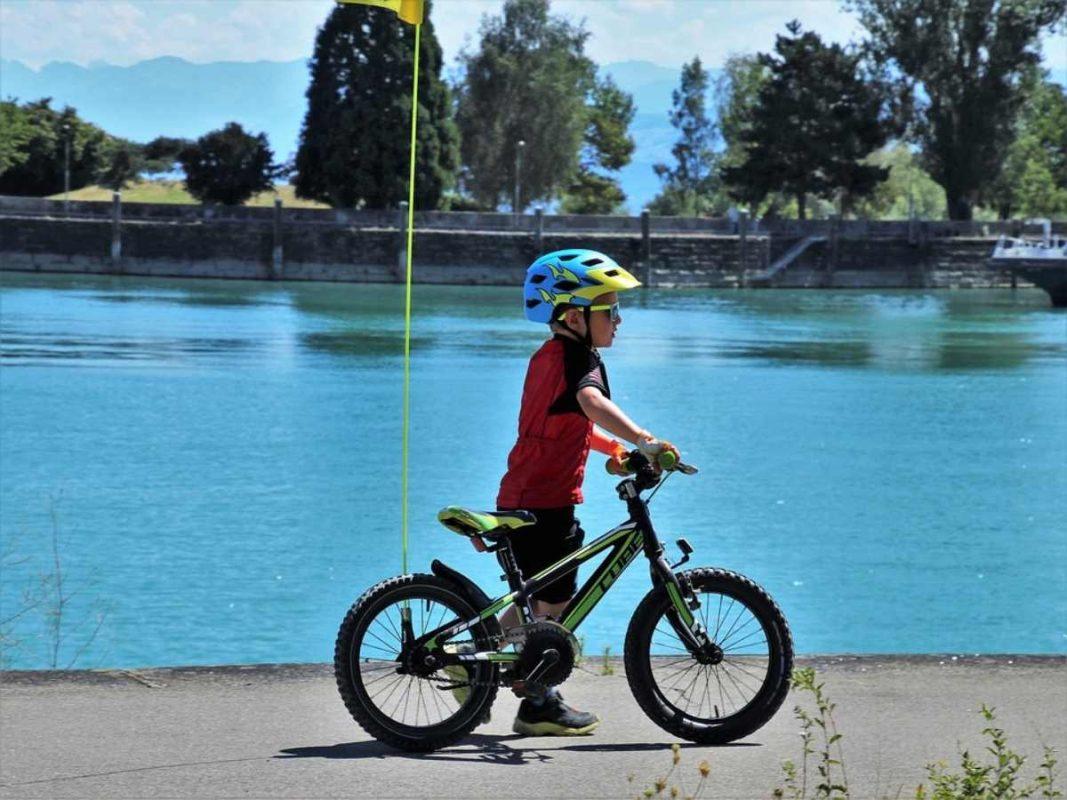 Los niños pueden practicar Deporte en Bicicleta usando Accesorios Deportivos